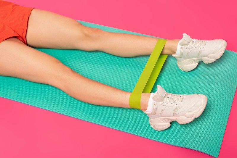 exercices de musculation avec élastique à la maison